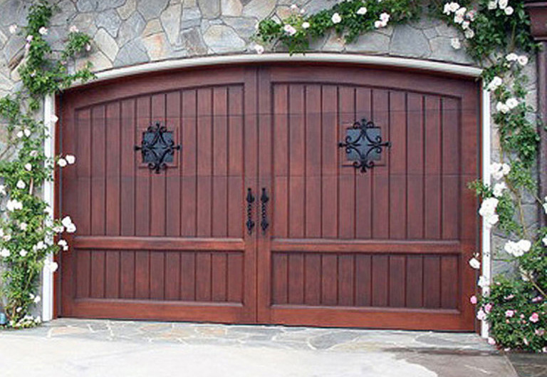 What Are Carriage House Garage Doors?